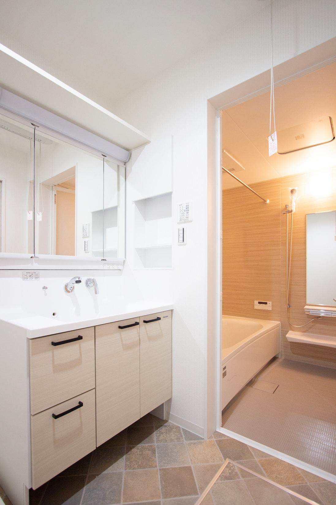 上野工務店,新築,内観,浴室,洗面